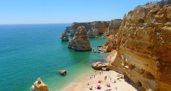Algarvė - auksinių paplūdimių ir uolėtų pakrančių rojus