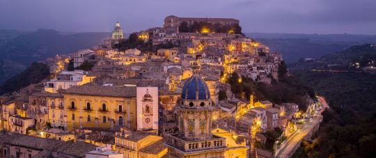 Apelsinai ir Mandarinai!  Pažintinė kelionė lėktuvu į Siciliją su gidu