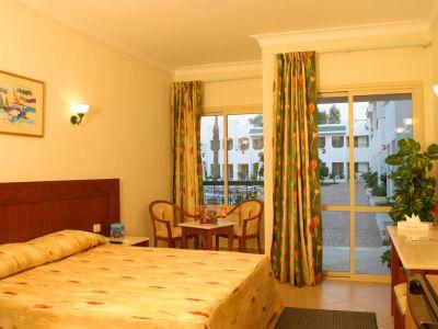 Falcon Hills Hotel 3*