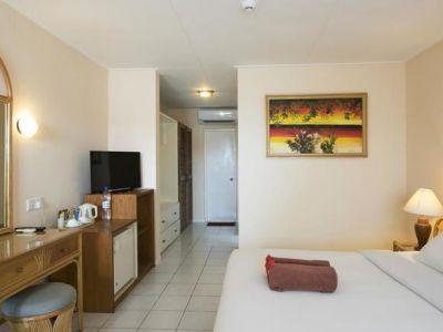Holiday Island Resort 4*