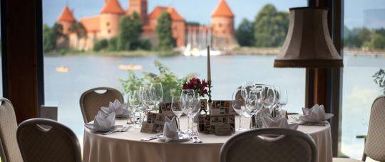 Pasiūlymas medikams! Prabangi savaitgalio nakvynė Apvalaus Stalo Klubas viešbutyje Trakuose! + 100 eur restorano dovanų kuponas!